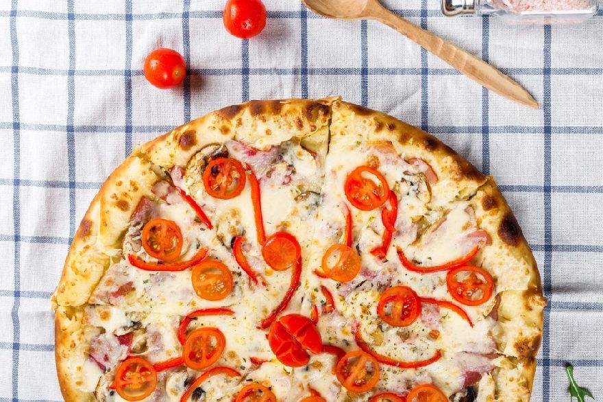 Pizzeria Italia in Lage – echte italienische Pizza mit knusprigem Boden und einen Ambiente im italienischen Stil.
